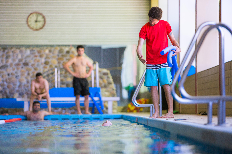 Budenheim Schwimmbad sicher im schwimmbad unterwegs