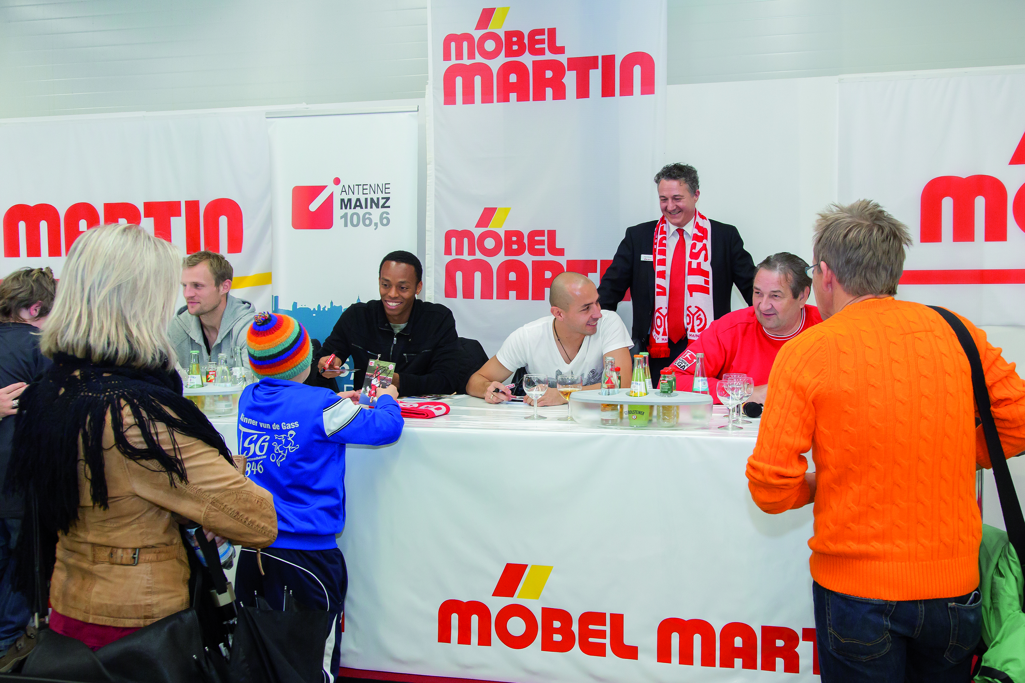 05-Autogrammstunde bei Möbel Martin